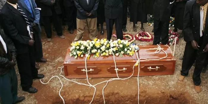 Government officer buried with ALL his money to bribe God