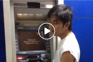 Netizen captures drunk friend's outrageously funny acts while withdrawing money from ATM
