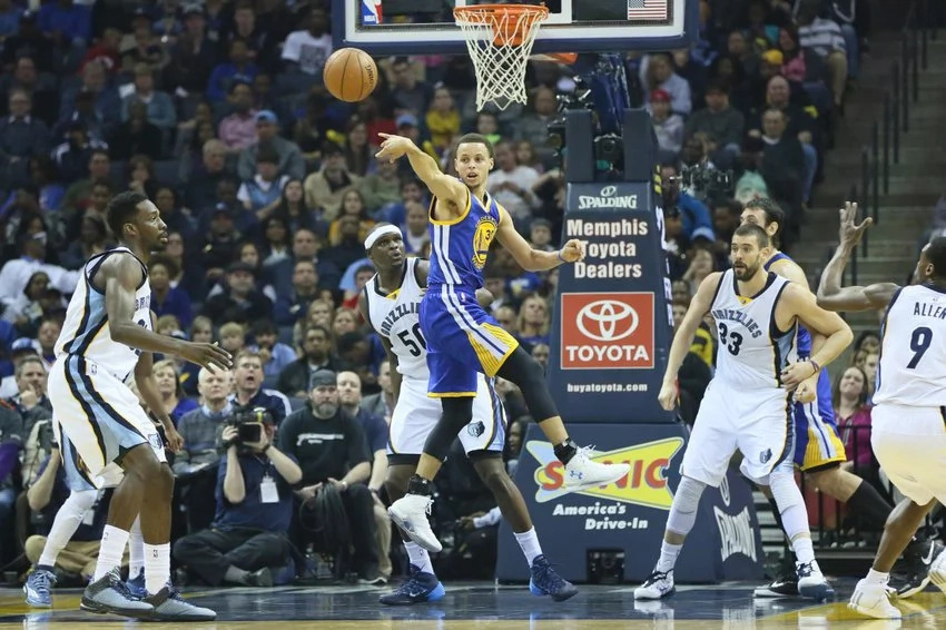 Golden State routs Memphis to earn a record-breaking 73rd victory