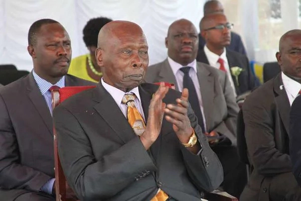 Ex-president Moi surprises many by reading without spectacles
