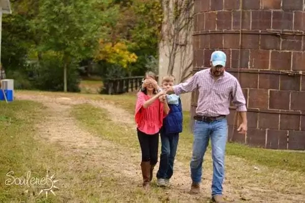 Dad shows his daughter how good men treat the women in their lives