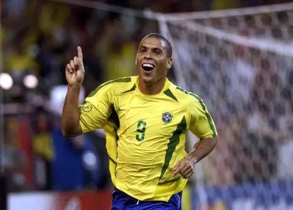 Los 8 futbolistas latinoamericanos más recordados