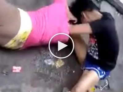 Chika minute! Violent Pinay wives get into brutal fight after hearing gossip about each other