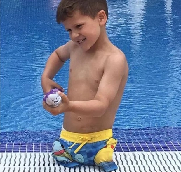 Courageous 5-year-old boy with NO LEGS learns how to swim