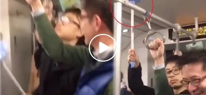 "Hilarious man brings his own ""handrail"" in plunger crowded train"