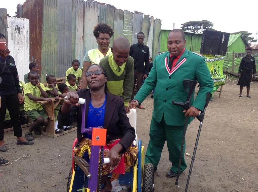 Mbunge ampa kazi mama anayeishi na ulemavu Nakuru anayepelekwa kazini na mwanawe mchanga
