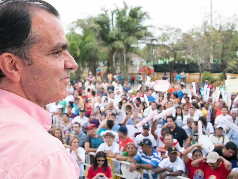 Óscar Iván Zuluaga dejaría dirección del Centro Democrático