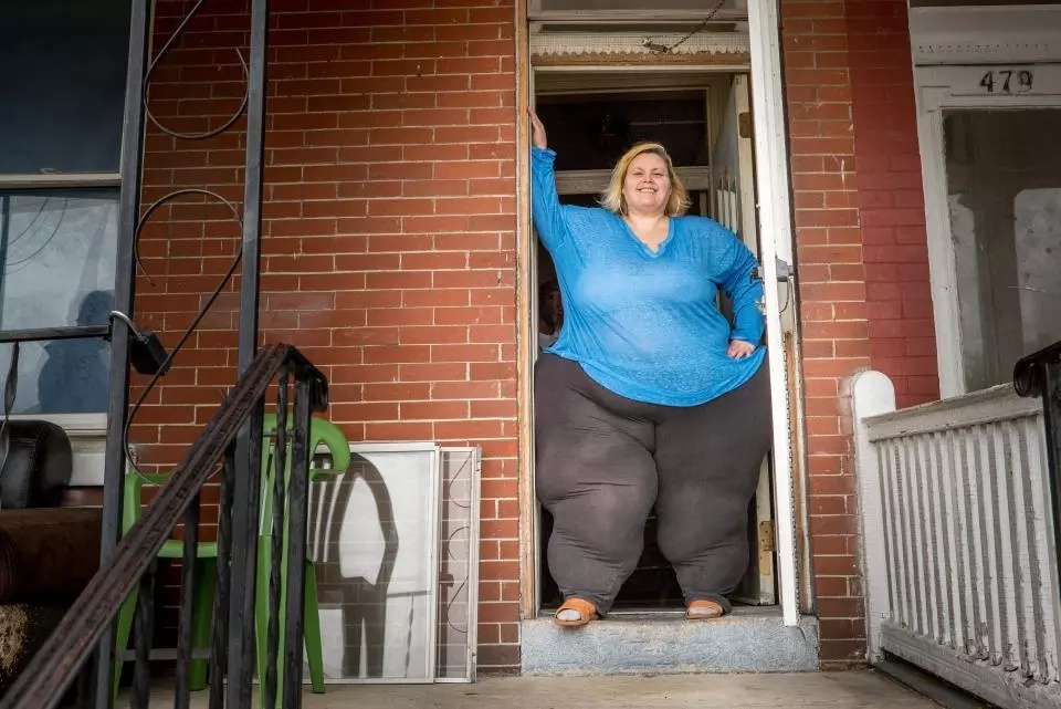Stunning! Woman weighing 38 stone on a 'succeed or die trying' mission to have the world's biggest hips
