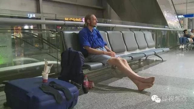 Man waits to meet his Chinese love for 10 days in airport