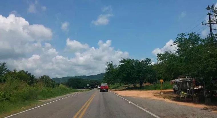 Padre y dos hijos asesinados en la carretera