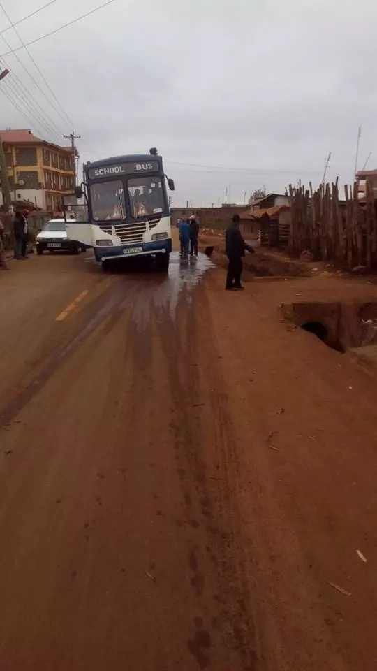 Embu residents angry after school bus is stuck in tarmacked road (photos)