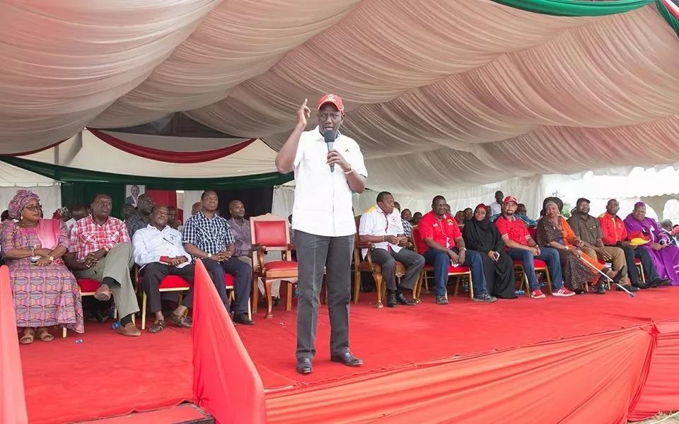 """Ruto """"Afurushwa"""" Kilifi alipokuwa amepeleka kampeni za Jubilee (Video)"""