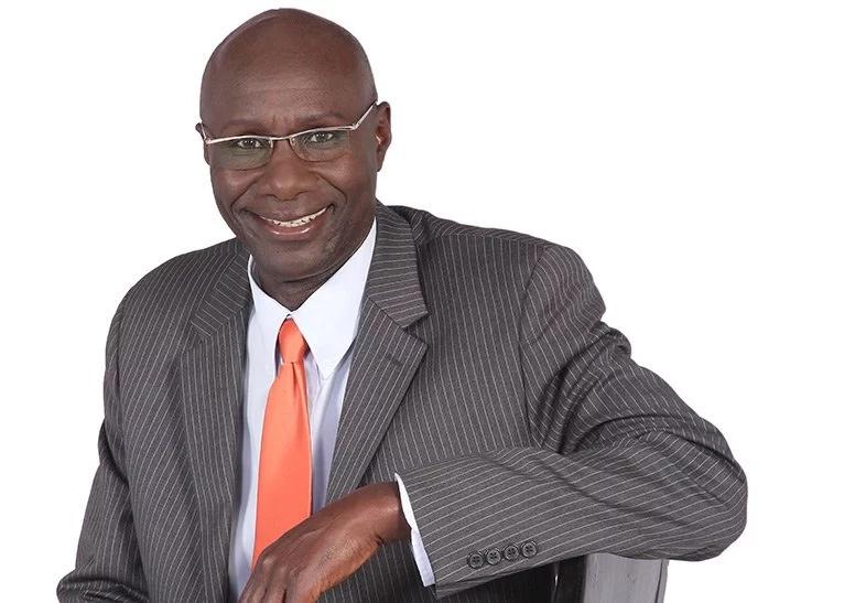 Shabiki ajuta kujibizana na mtangazaji maarufu wa redio Fred Obachi Machoka...Pata uhondo