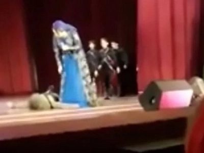 Dancer Dies On Stage But Audience Keep Applauding Thinking It's All Part Of The Show