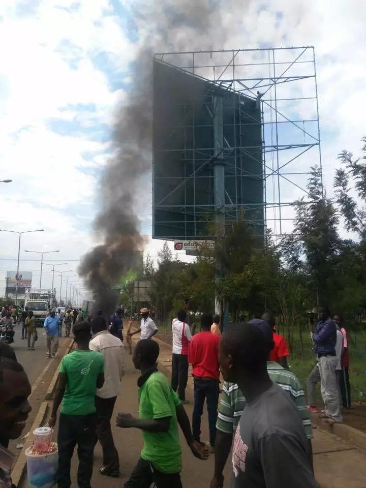 Machafuko Kisumu baada ya wakazi kuchoma mabango ya 'kumpongeza' Uhuru kwa ushindi