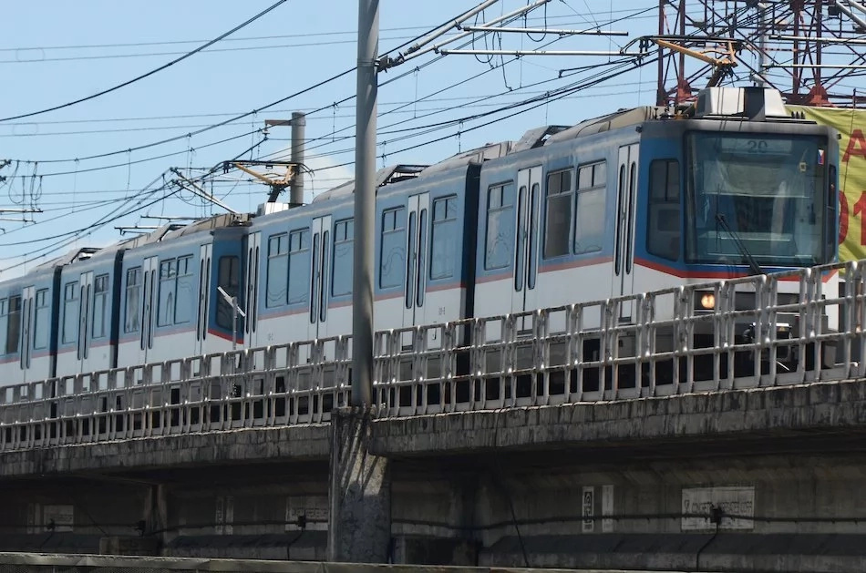 MRT 3 Passenger passed out inside the train and eventually died