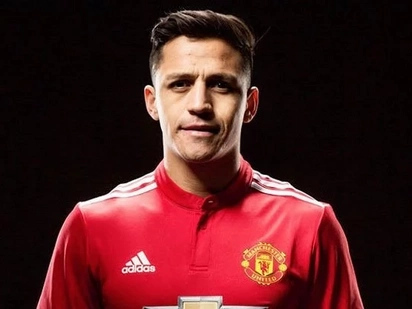 Arsenal legend speaks on convincing Alexis Sanchez to dump the Gunners for Manchester United