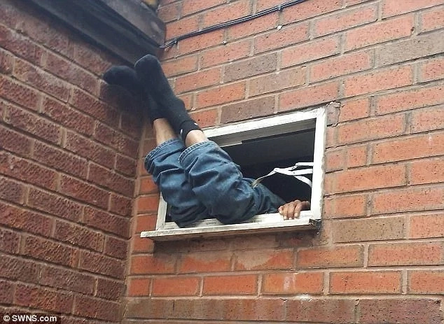 Burglar gets stuck in window for 7 hours while trying to break into fried chicken shop