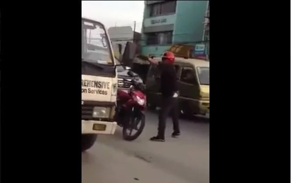 Two policemen beat and threaten truck driver and passenger