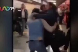 Metro de Ciudad de México se convierte en un ring de UFC luego de una pelea