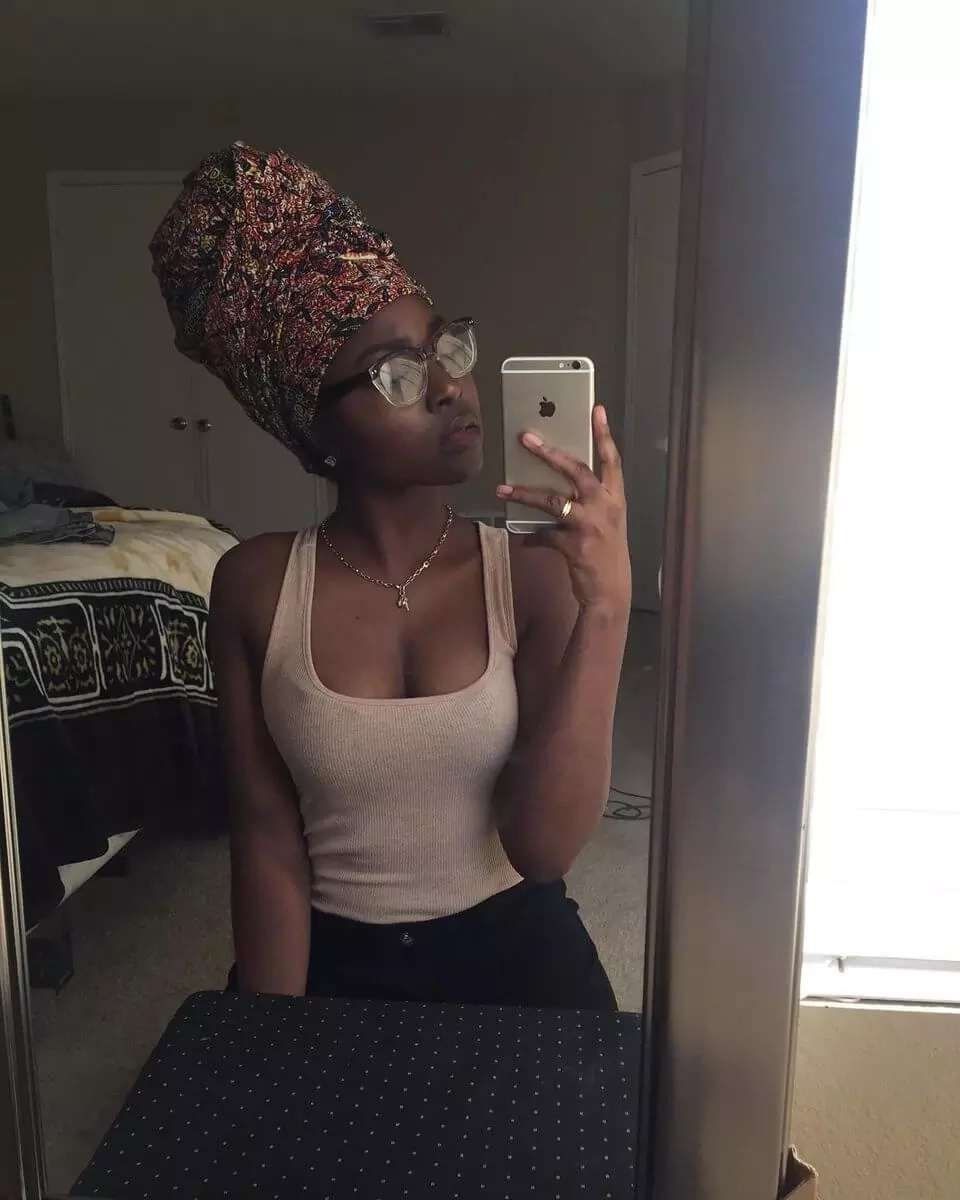 This Kenyan babe can tie head-wraps better than you and these photos are proof?