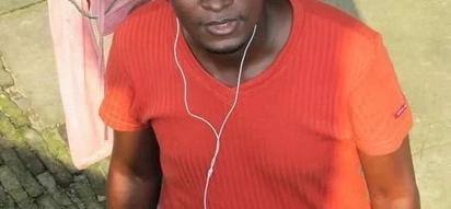 Watumiaji mitandao wafichua picha za pasta ambaye wafuasi wake huibusu miguu yake ili kupata baraka (picha)