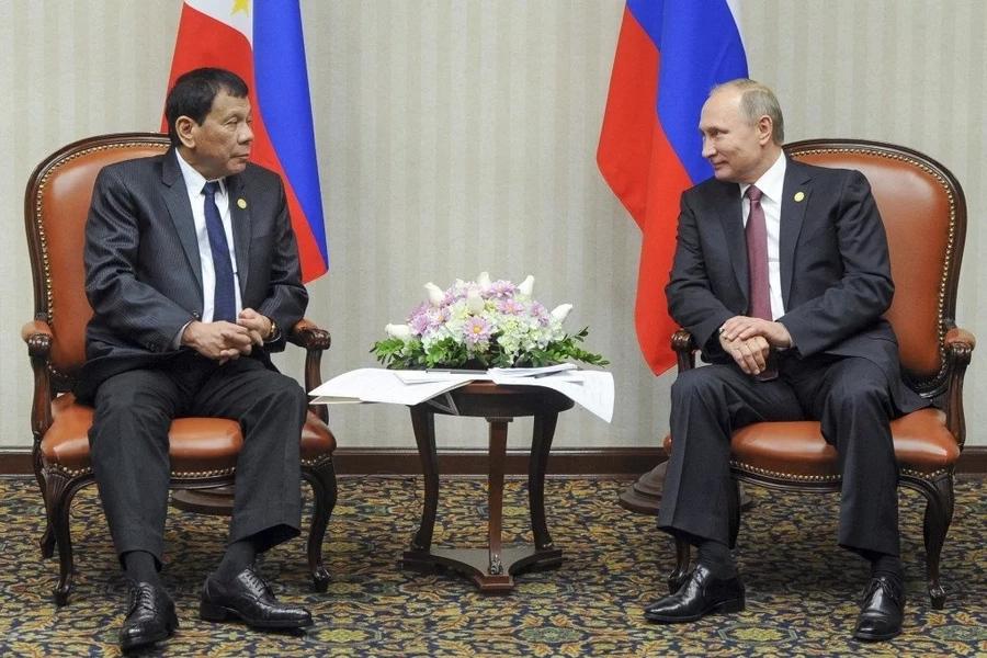 Duterte meets Putin in Peru for APEC