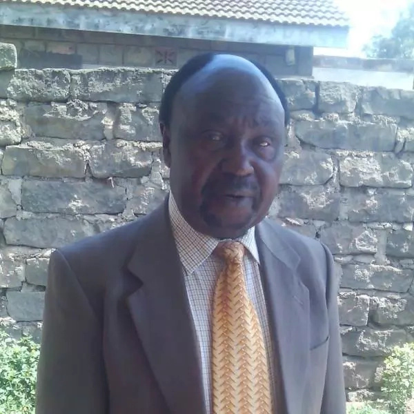 Raila Mourning with popular artist after she loses dad