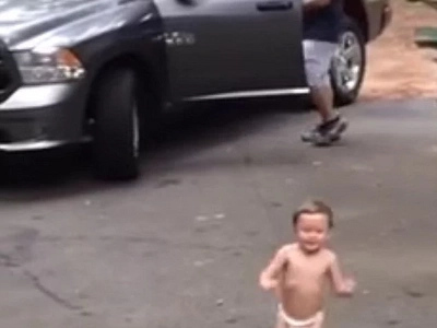 You will AWWW when you see this toddler say goodbye to his dad!