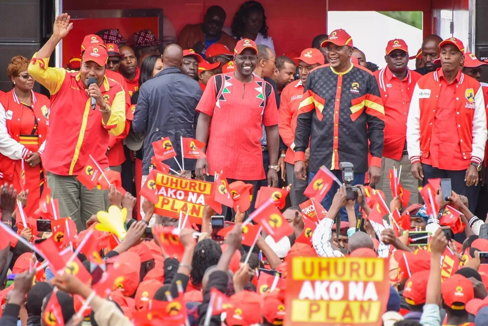 Kenyatta warns Odinga of impeachment if he wins poll