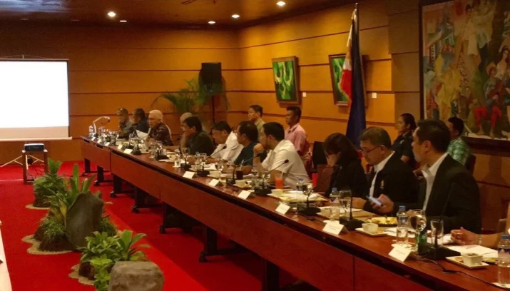 WATCH: Duterte holds first cabinet meeting in Manila