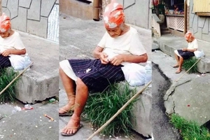 Poor old lady who cannot talk left alone in the streets of Mariveles