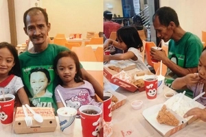 Kind-hearted netizen who shared loving father's touching photo with his eating daughters treats them all in Jollibee