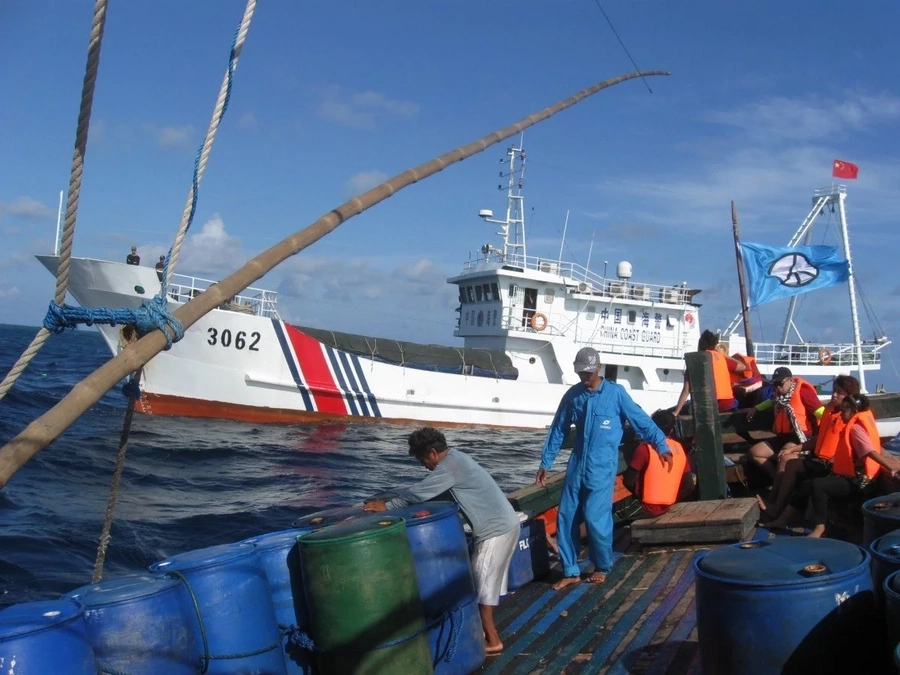 Chinese vessels block fishermen entrance to disputed waters