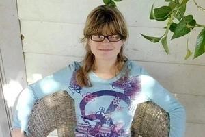 Adolescente discapacitada y embarazada apareció muerta y con el útero destrozado en casa incendiada después de denunciar violación de su padrastro
