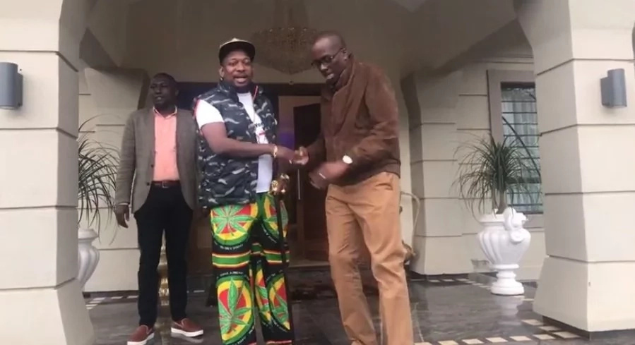 Mike Sonko in impromptu lunch meeting with ex-deputy governor, Igathe