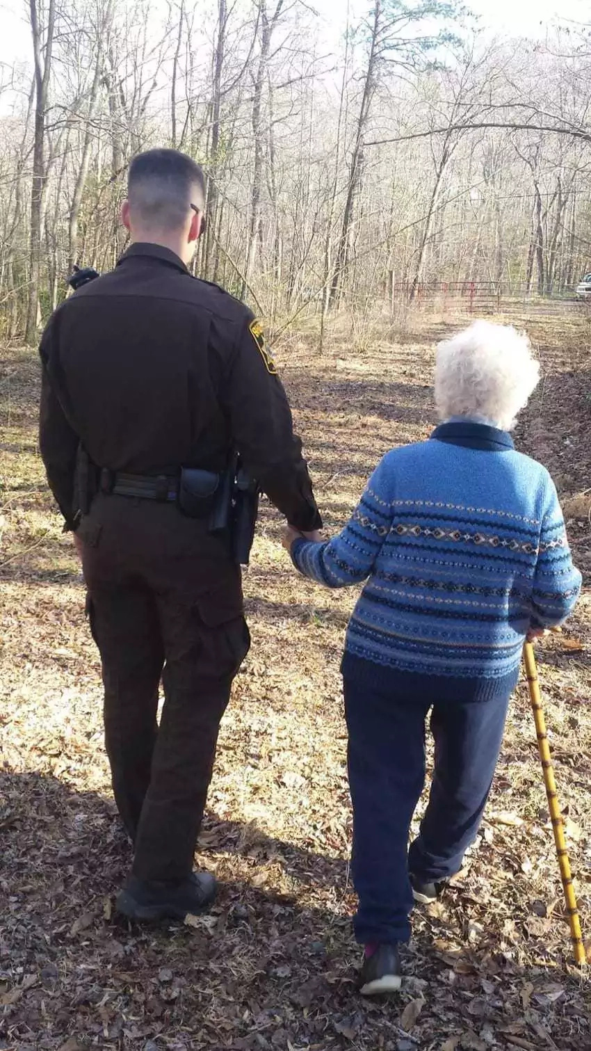 81-year-old goes missing in the woods. Who held her hand 40 minutes later will melt your heart