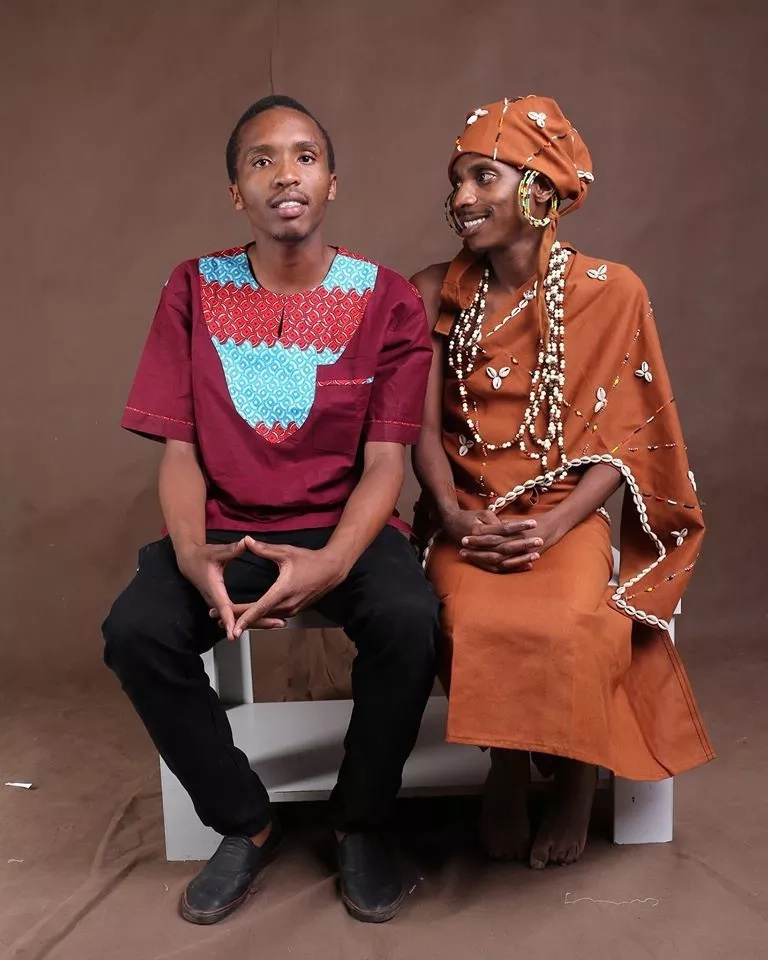 Eric Omondi does an impression of Jomo's wife in this funny photo.