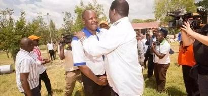 Picha za Raila na Ruto wakikumbatiana zazua mjadala mitandaoni