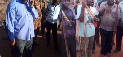 Mbunge wa Jubilee aliyejihami kwa BUNDUKI avamia kijiji na kuharibu mali (picha)