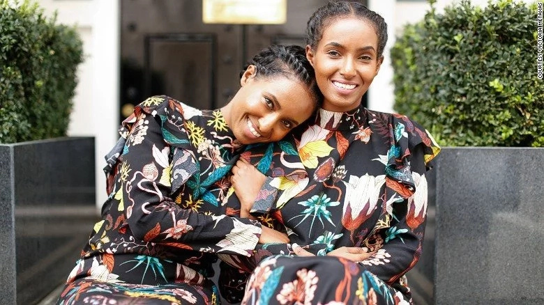 The twins are successful fashion bloggers promoting Eritrean attire online