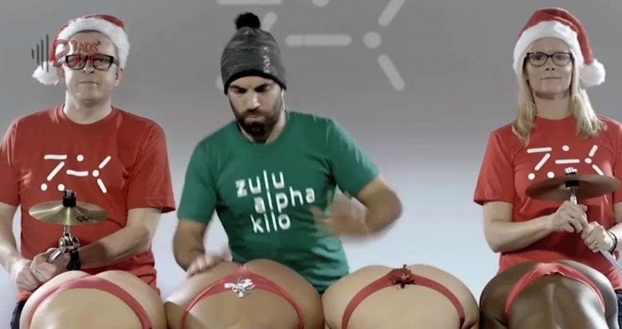Man Plays Jingle Bells by Slapping Girls´ BUMS (Video)