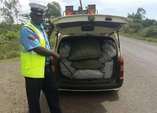 CONGRATULATIONS! This traffic policeman is KENYA'S public servant of the YEAR (photo)