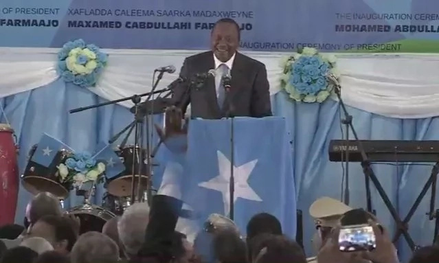 Uhuru Kenyatta lands in Somalia under HEAVY security (photos)