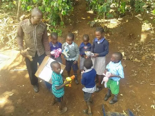Heartwarming! Woman makes toys, send them to Kenyan orphanage (photos, video)
