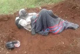 Mzee wa miaka 90 atupwa makaburini (picha)