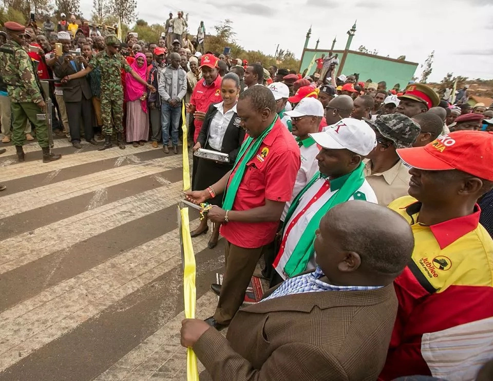 Uhuru lures North Eastern voters with two multi-billion projects