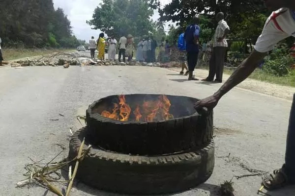 Raila's meeting delayed following road protests