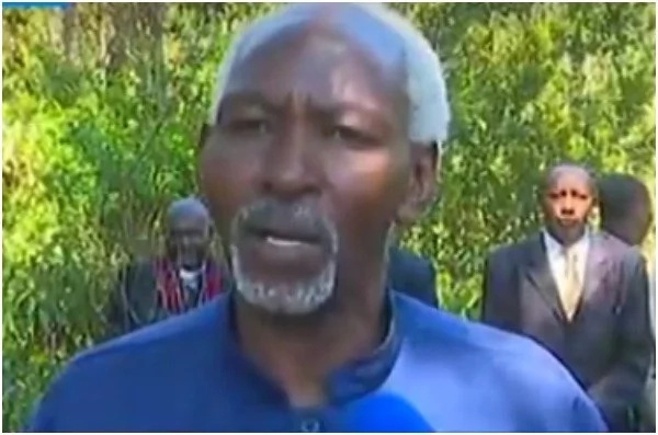 Kikuyu elders hold prayers for Uhuru's victory at his rural home