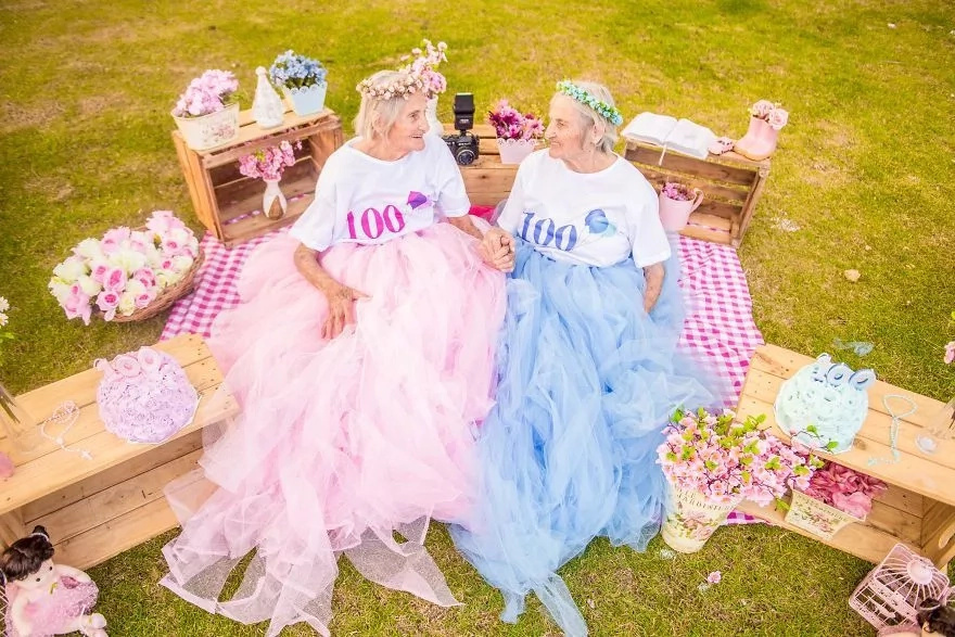 World's oldest twins celebrate their 100th birthday